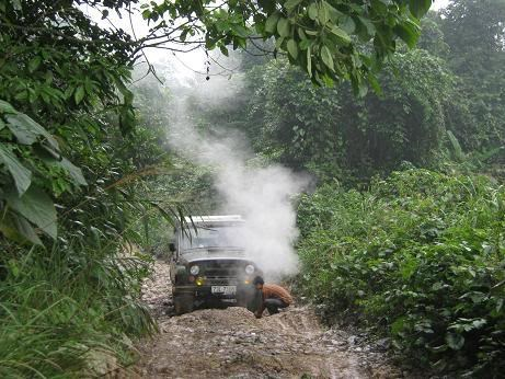 A road part in Quang Binh Province where mortars exploded and killed two men November 22, 2015. Photo: H.Phuc/Nguoi Lao Dong