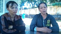 "The boy's mother (L) calls his death ""abnormal"" and demands an investigations. Photo: Mnh Quy/Zing"