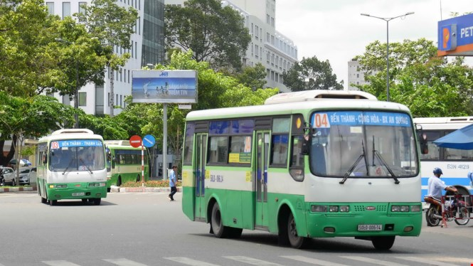 Ho Chi Minh City passengers, drivers are getting off the buses