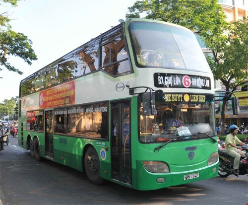 Current public buses in the city run on gasoline and diesel. Photo: Diep Duc Minh