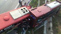Two bus crashes on Noi Bai-Lao Cai expressway on December 21. Photo credit: laocaionline