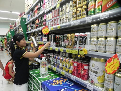 Insiders say the presence of foreign brands has slowed down Vietnam's beer production growth. Photo: Hoang Viet