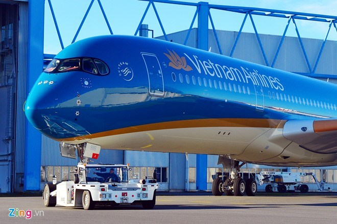 A new Airbus A350-900 XWBs ordered by Vietnam Airlines at Airbus factory in Toulouse in March 2015. Photo credit: Zing