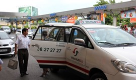Ho Chi Minh City taxi firms cut prices slightly