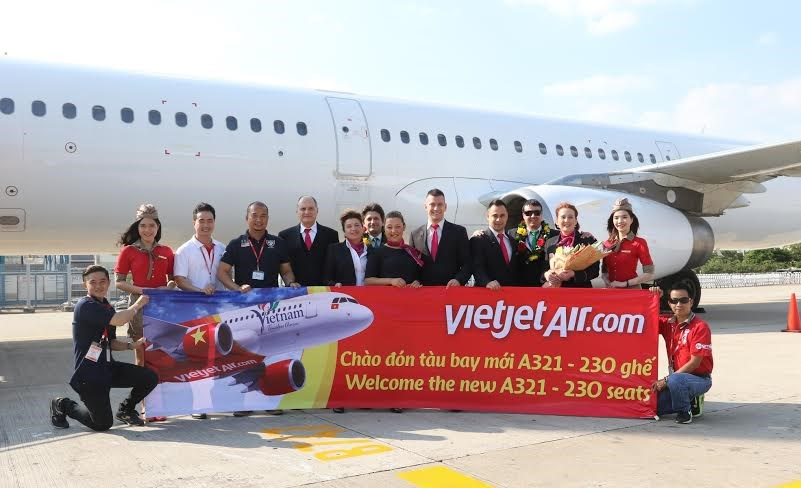 The flight crew with Vietjet's new aircraft at Tan Son Nhat Airport on January 21.