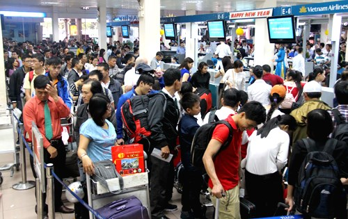 Tan Son Nhat Airport is usually overloaded during the Lunar New Year holiday. Photo credit: Huu Cong/VnExpress
