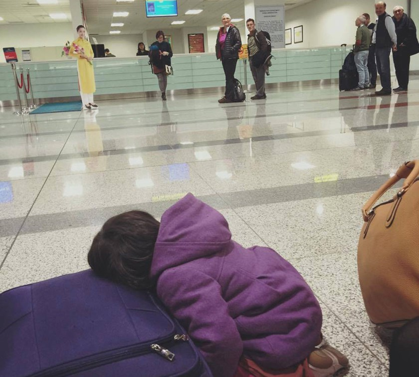 A photo posted on Facebook on January 19, 2016 shows a 2-year-old girl waiting at Noi Bai International Airport in Hanoi