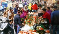Hanoi market makes Tet rituals easier