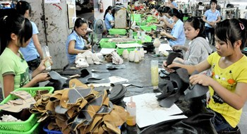 Leather shoe making is among the industries in need of workers after Tet. Photo: Diep Duc Minh