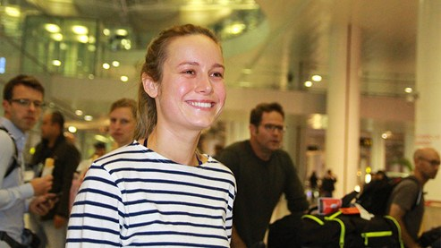 "Brie Larson, one of the stars of ""Kong: Skull Island,"" arrives at Noi Bai Airport on February 18. Photo: Uc Uyen"