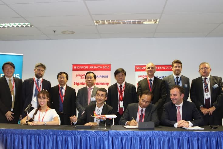 Vietjet's Vice President To Viet Thang at the signing ceremony with Airbus