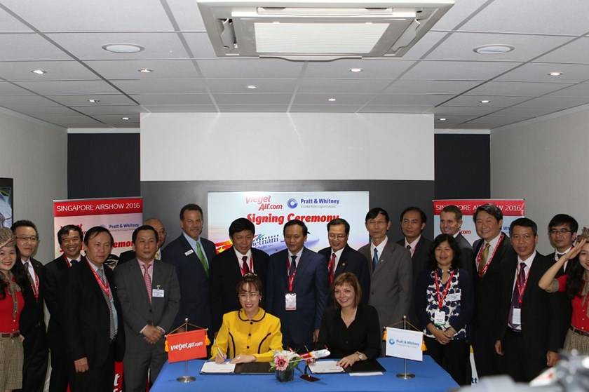 Vietjet's President and CEO signed an agreement for the PurePower Geared Turbofan™ (GTF) engine with representative from Pratt & Whitney of United Technologies Corp. (US).
