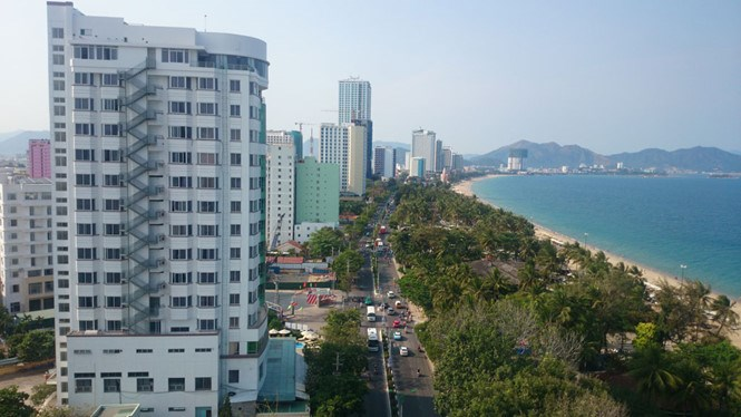 High-rise hotels and restaurants along Tran Phu Street have blocked public view and entrance to the sea in Nha Trang. Photo: Tran Dang
