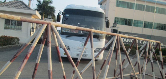The entrance into a company at an industrial park in Long An Province has been blocked. Photo: An Long
