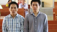 Two men at a court hearing in An Giang Province March 18 for robbing a phone from a Japanese man. Photo: Thanh Dung