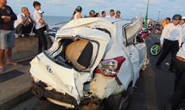1 killed as taxi flies down to rocky beach in southern Vietnam