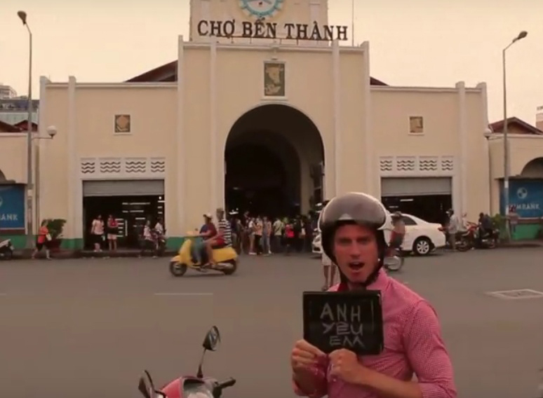 Not your typical love song: Listen to this Aussie man sing his way to Vietnam