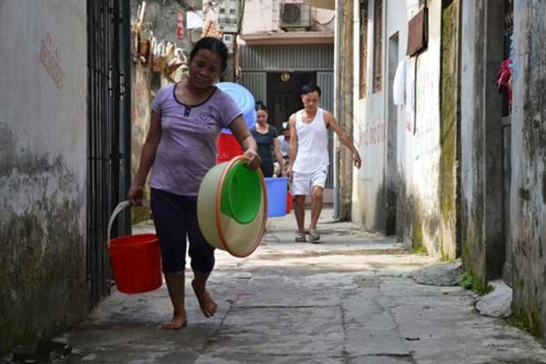 Water scarcity this summer will be serious in several downtown areas in Hanoi. Photo: Nguyen Tuan