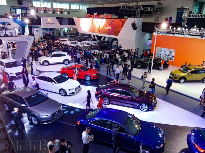 A Thanh Nien's file photo shows an auto show in Vietnam. The country spent around US$140 million importing more than 7,800 cars from Thailand alone in the first quarter of this year, according to the General Customs Department.