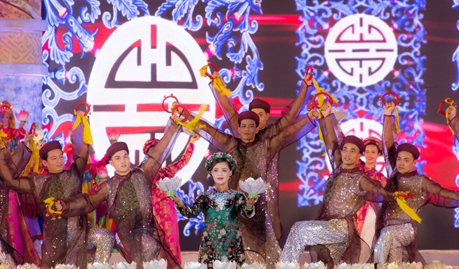 Artists rehearse for the grand opening ceremony of the 2016 Hue Festival, which will last from April 29 and May 4. Photo credit: Zing
