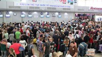 Passengers check in at Cam Ranh International Airport. Photo: Nguyen Chung