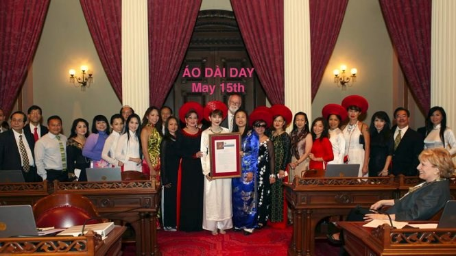 Vietnamese don ao dai to celebrate the recognition of Ao Dai Day at California Senate office. Photo courtesy of Jenny Do Facebook page