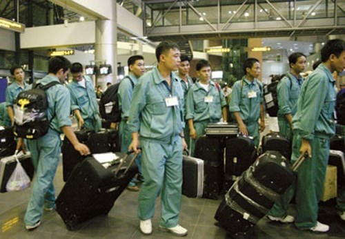 Many Vietnamese workers in Taiwan ran away from their legal employers to find jobs that pay better. File photo