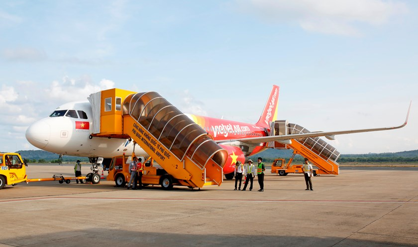 A Vietjet flight from Phu Quoc lands in Cat Bi Airport in Hai Phong