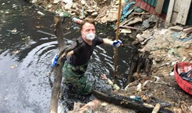Expats in Hanoi get their hands dirty with cleanup project