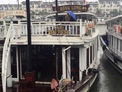 The cruise ship in Ha Long Bay which has been accused of overcharging tourists and cutting tour hours. Photo credit: doanhnghiepnet.com.vn