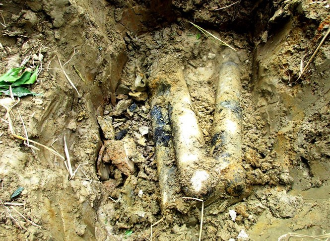 Tubes containing 55 cluster bomb submunitions unearthed in Quang Tri Province on May 31, 2016. Photo: Hien Ngo