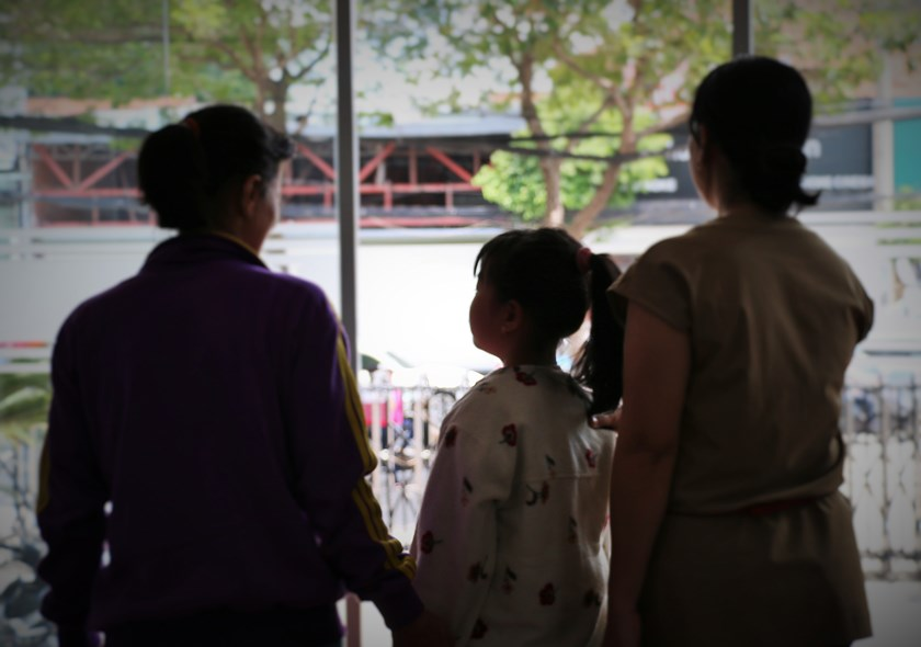 The mother (L) and her daughter in Ho Chi Minh City. Photo: Vo Tien/Thanh Nien