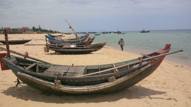 Fishing boats in Quang Binh Province have stayed on shore for the past three months following the mass fish deaths in April. Photo: Quoc Nam/Tuoi Tre