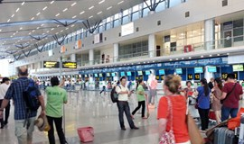 Customs officer at Vietnam airport caught in bribery scandal