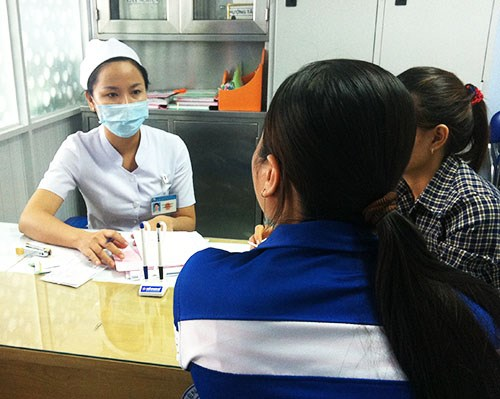 Women receive reproduction advice at a Vietnam hospital. Photo credit: VnExpress