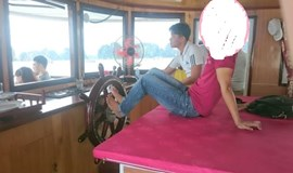 Ha Long Bay driver fired for sailing cruiser with feet