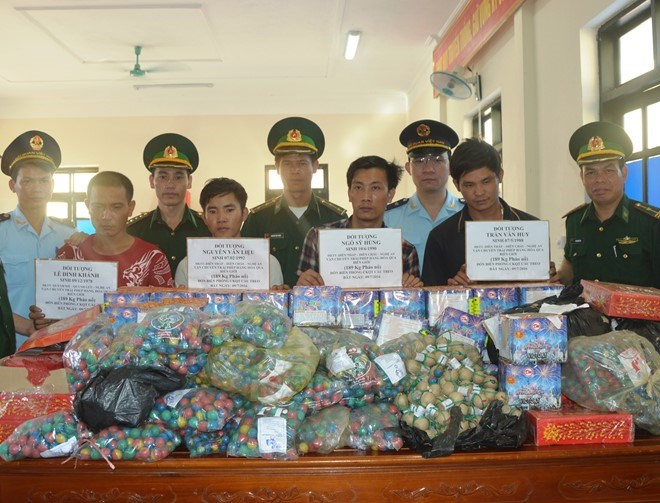 Four men arrested with 190 kilograms of firecrackers smuggled from Laos July 9. Photo courtesy of Ha Tinh Border Guards