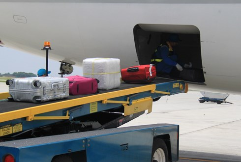 Baggage theft has been a persistent problem at Noi Bai Airport. Photo: Dao Loan/VnExpress