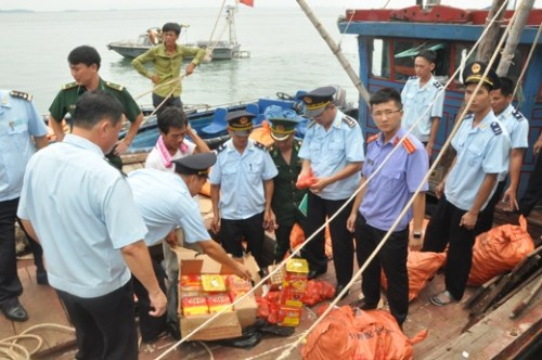 Quang Ninh officials seize firecrackers smuggled in from China August 1. Photo credit of VnExpress