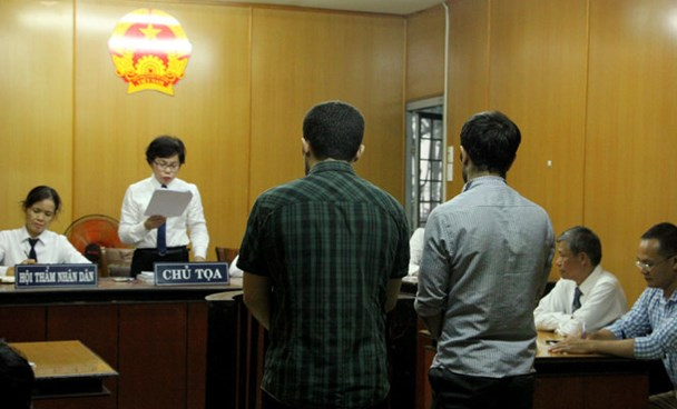 Two Turkish men stand trial in Ho Chi Minh City August 30 for using fake bank cards. Photo: Minh Bang/Tuoi Tre