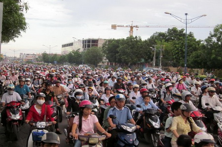 Vietnam urged to boost retirement age to save pension fund