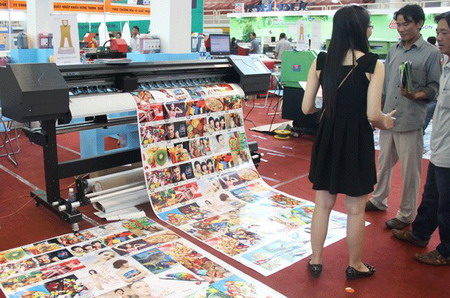 Retailers, advertisers vie for online bonanza in Vietnam