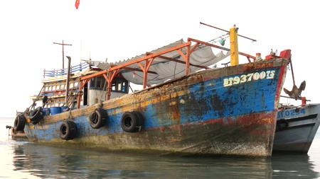 New Vietnamese 'boat people' risk all to go Down Under