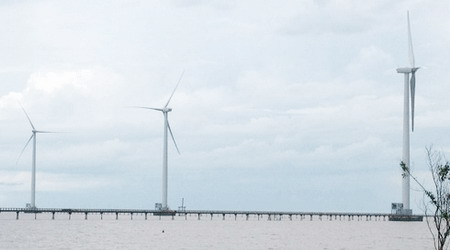 Vietnam's 2nd wind power plant links up with national grid