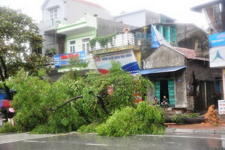 Vietnam suffers 14 deaths, but spared the worst of Typhoon Haiyan