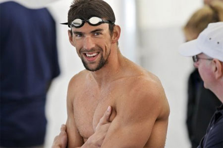 Phelps shines among other stars at London Aquatics Centre