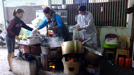 Vietnamese street food sellers face new bureaucracy
