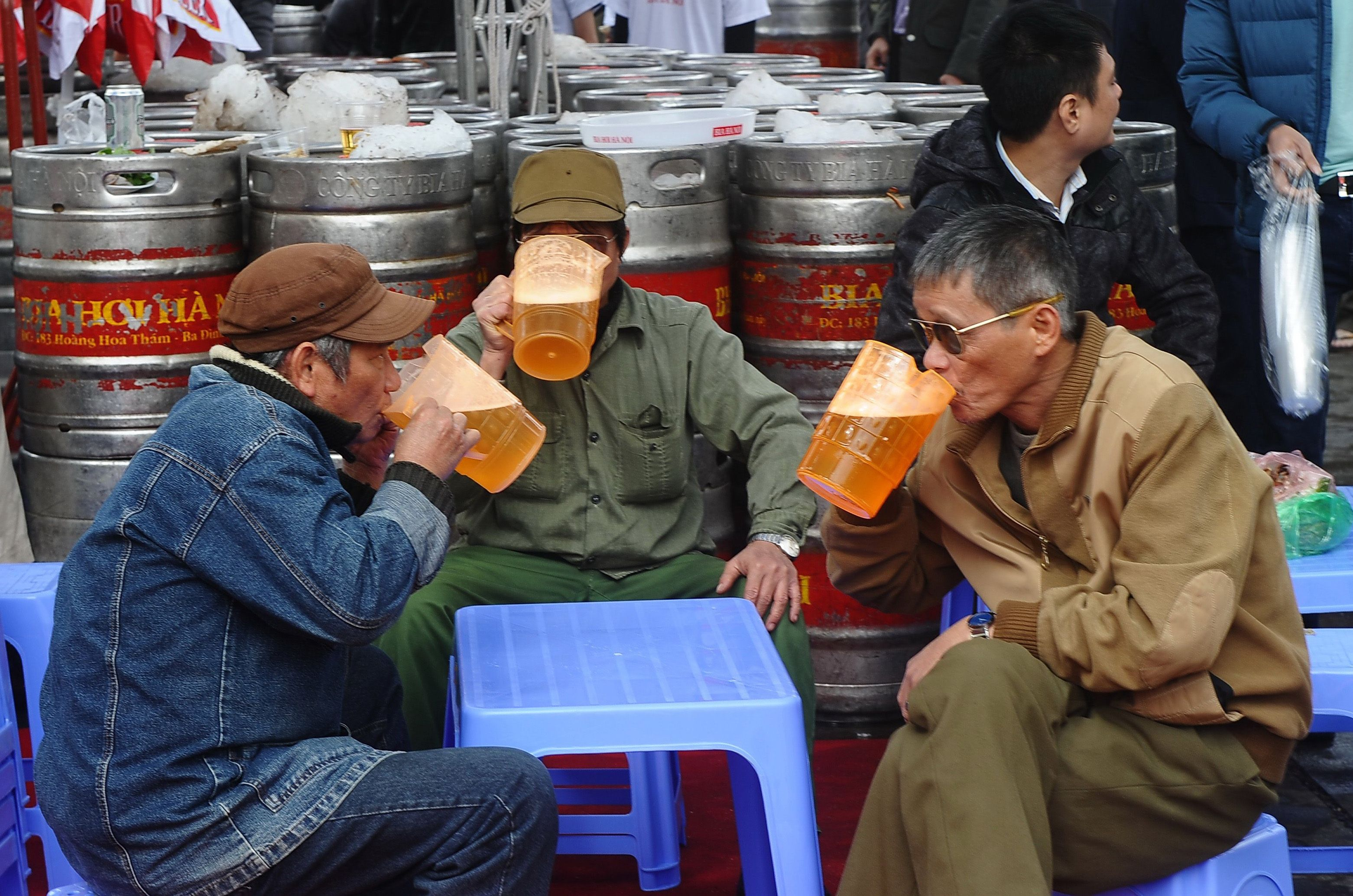 Vietnam should have complete booze ban instead of proposing a curfew