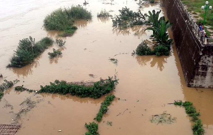 Flooding in Vietnam as China discharges water down Red River