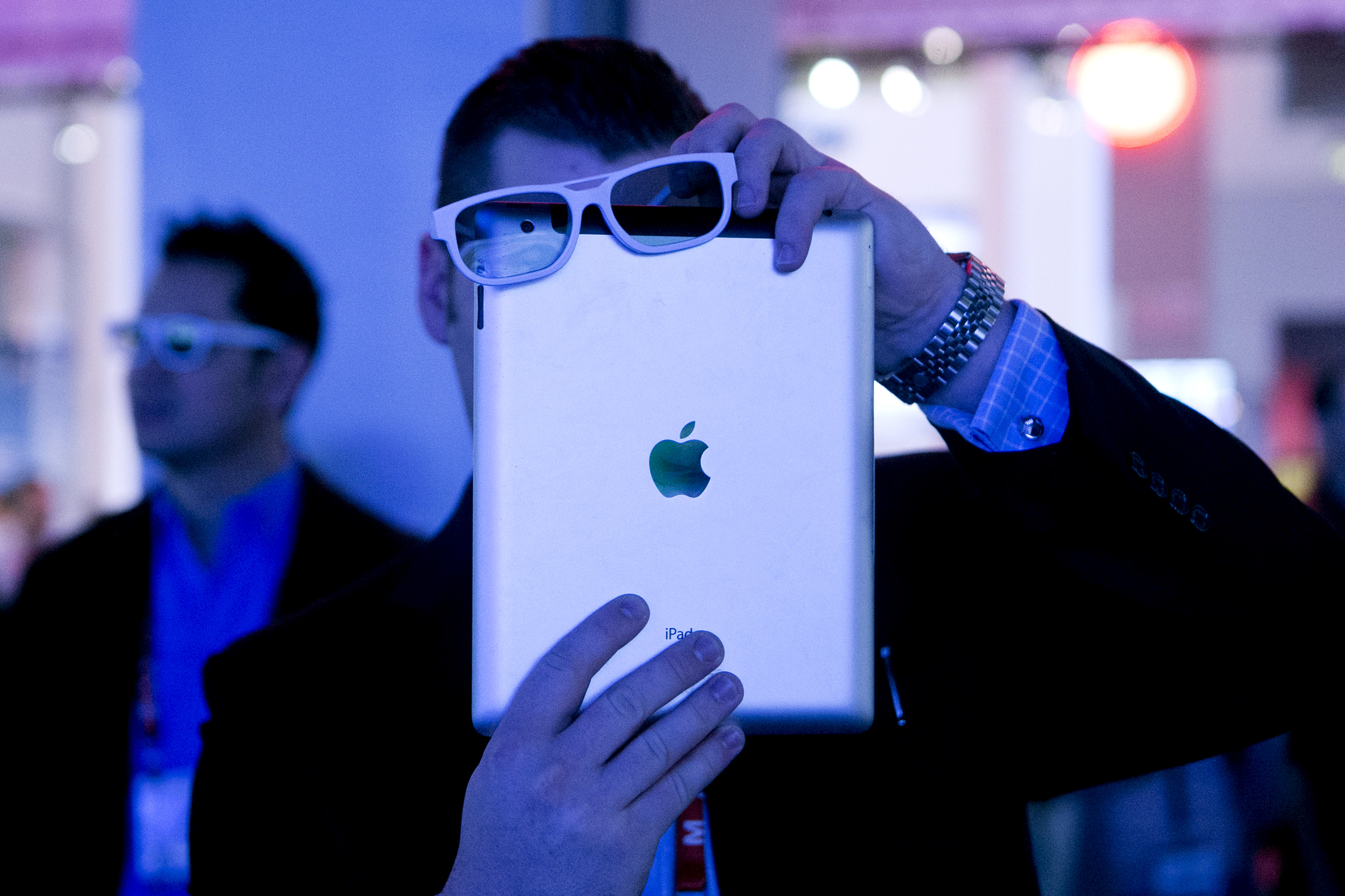 China said to exclude Apple from procurement list